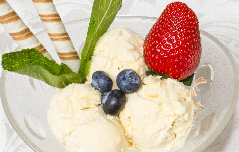 Ice Cream ไอศรีม. Delicious English Lakes ice cream served with fresh pieces of fruit