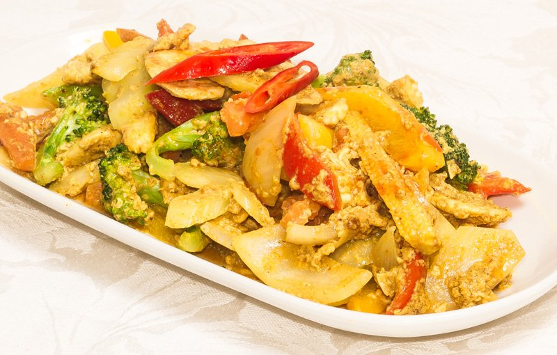 Thai Yellow Curry ผัดผงกระหรี่ (pad pong garee). A mild, enjoyable, curry of potatoes and shallots