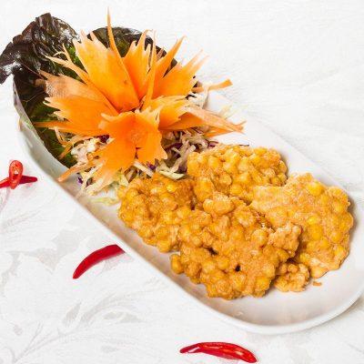 Corn Fritters (Tôt Man Kâao-Pôht - ทอดมันข้าวโพด)