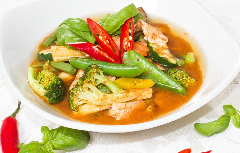 Beef in Oyster Sauce ผัดนำ้มันหอย (pad namman hoi). Beef with stir-fried vegetables